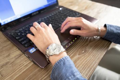 Sanne Communicatie typen toetsenbord laptop webredactie